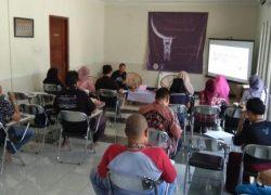 Sinau Aksara Jawa Kuna di Rumah Kebudayaan UNAIR
